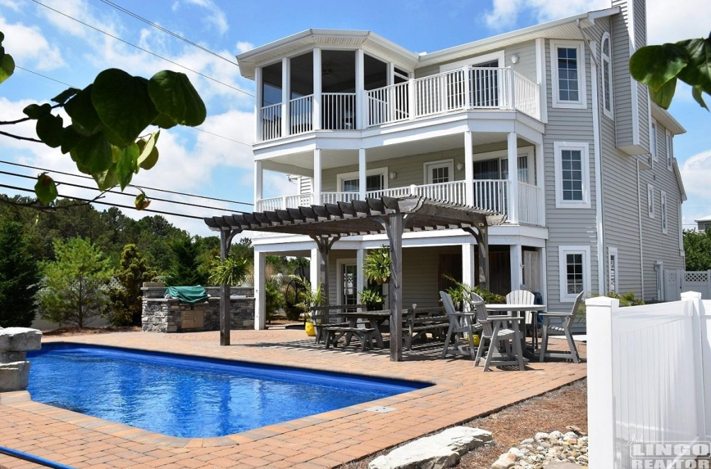 13-1-Texas-Outdoor-Grill-and-Pool Rehoboth Beach, Lewes, & Millsboro, DE Real Estate